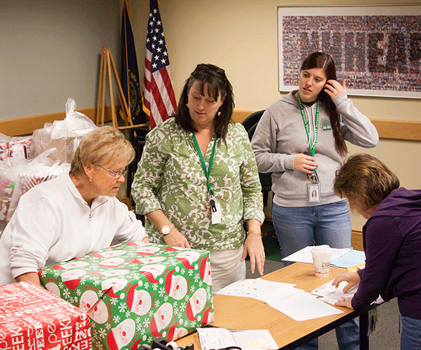 Dec. 2015 - Operation Santa Present Labeling